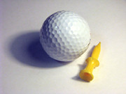 https://secure.emochila.com/swserve/siteAssets/site10024/images/lores_golf_ball_white_yellow_plastic_tee_MB.jpg