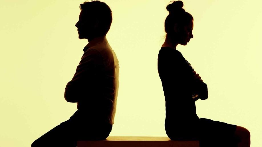 https://secure.emochila.com/swserve/siteAssets/site12881/images/couple-arguing-silhouette-918x516.jpg